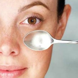Get rid of eye puffiness: before you go to bed put 2 spoons in the freeze and when you wake up place them under your eye or even overtop of your whole eye to reduce puffiness