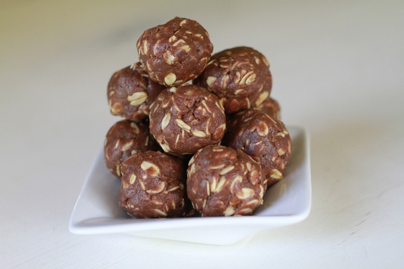 Peanut Butter Chocolate Oat Balls