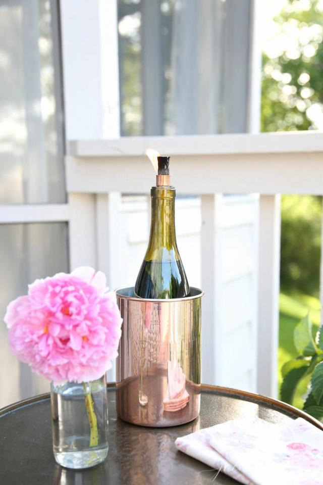 Très Chic Tiki Torches Give your wine bottles a second life by making them into tiki torches! Julie Blanner has the step-by-step guide on how to make them.