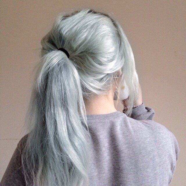 12. Grunge Pastel Green Hairstyle with Ponytail: