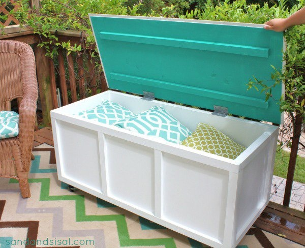 19. DIY storage box and bench