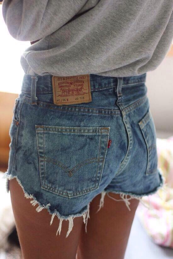 Now how I get mine frayed is it just kind of happeneds with shorts that you just cut you just put them in the dryer for a bit And them come out frayed