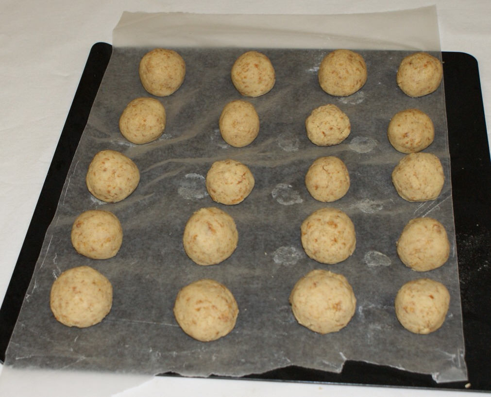 Roll into balls and put in freezer for about an hour.