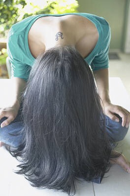 3) a very simple way to get your hair to grow, is flip all of your luscious locks upside down. Keeping your hair this way for 2-3 minutes will keep your hair growing.