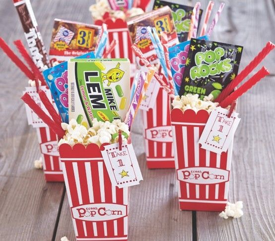 Have separatebags of popcorn and candy ready if a concession stand or popcorn barisn't possible