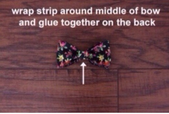 Wrap strip around the middle and glue together and voilia! A BEAUTIFUL BOW!!🎀