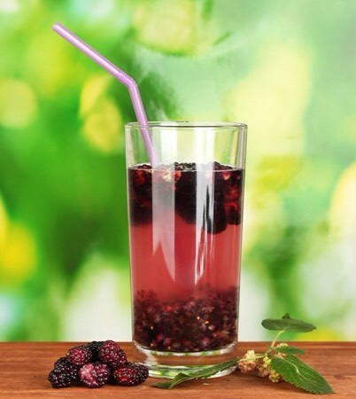 Red Smoothie:  •125g frozen raspberries •35g frozen blueberries •½ orange, peeled •1 scoop vanilla protein powder •1tbsp ground linseeds Combine all ingredients in a blender and blitz until you reach your desired consistency.