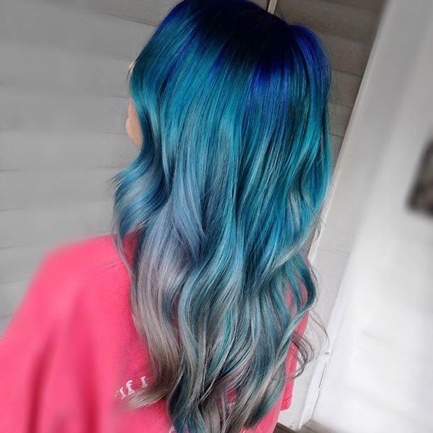 BLUE AND GREY HAIR: This hair color combination is fun and fabulous! We must admit that her hair makes us want to experiment with multicolored strands. I'm blue da ba dee da ba die…