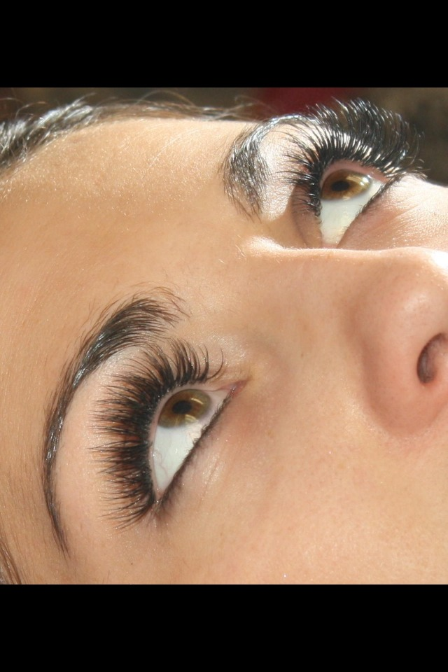 Do this 3-4 times to get the perfect lashes!💜 please like, save and comment! 😄