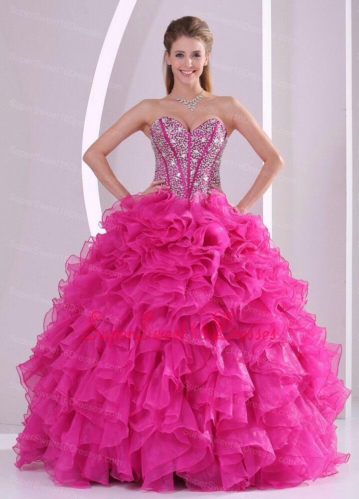 A glamorous, stunning pink dress❤️