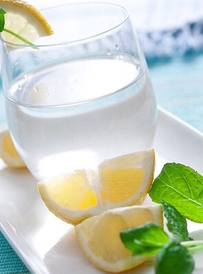 4. Lemon or Apple Cider Vinegar Detox Water  Down a glass of warm water with lemon or apple cider vinegar daily, and your body may benefit from a liver-detox. Recipe: http://www.everydayhealth.com/suzanne-somers/top-10-summer-slim-down-tips.aspx#/slide-5