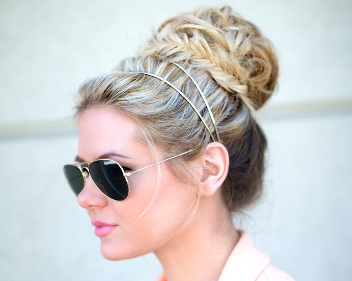 Put your hair in a bun, make some braids and put on a headband. It's the simple things that make it look stylish 😋