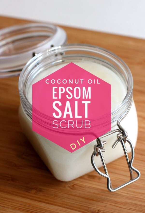 With only 3 ingredients, mix up a batch of this super simple salt scrub + you'llbe in heaven! With the season changing and the holidays coming, this is the PERFECT GIFT!