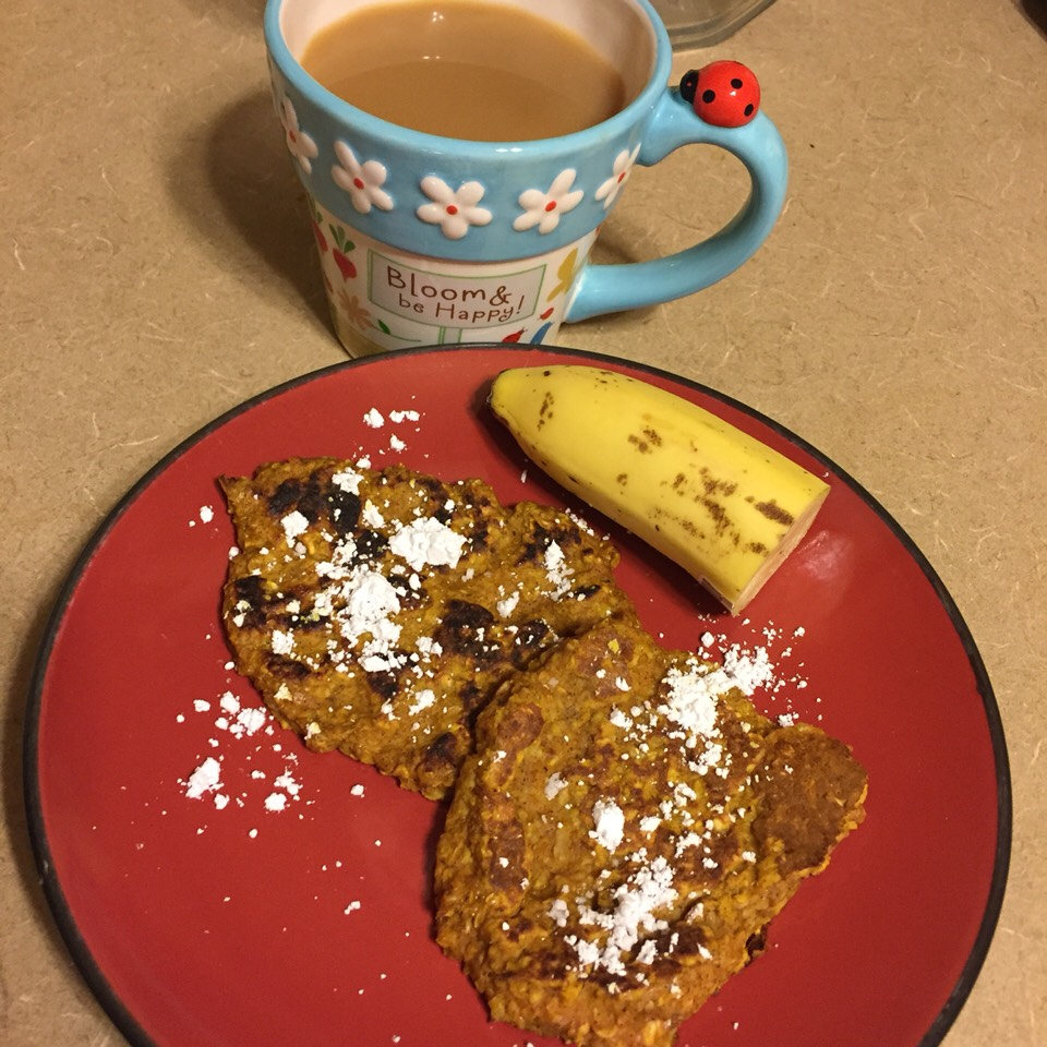 Easy and healthy autumn breakfast  Pumpkin Oatmeal Pancakes Serves 2 - 4sp per serving