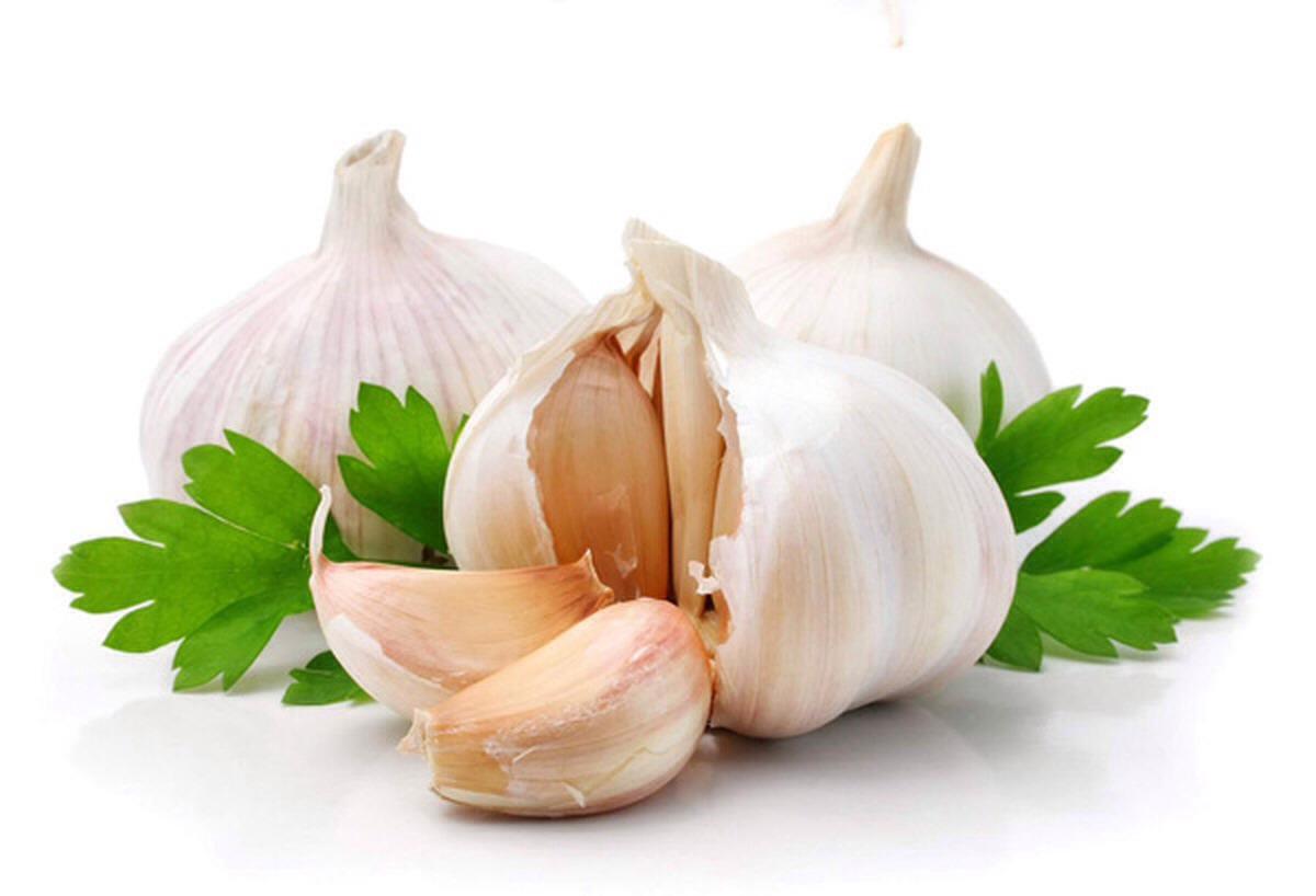 Contains allicin, sulphur, zinc, calcium properties that act as an antibiotic and antifungal casing cleaner skin.