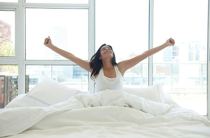 It may seem against Nature to work out as soon as you wake up, but this is a great series of exercises to do in the morning to wake up, boost your metabolism for the day, and start the day feeling motivated