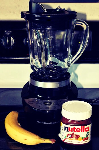 When the banana pieces are frozen put them in the blender !