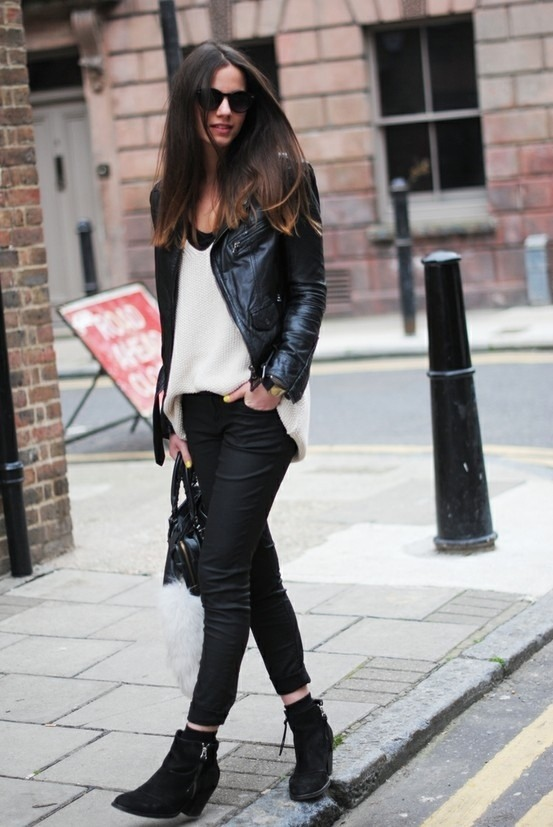 Rock chic. Black bomber jacket, White blouse, Black jeans and some heels to give it that girly look. 👑
