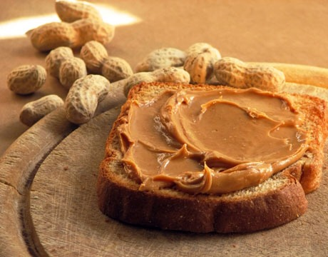 It helps you lose weight Calling peanut butter a diet food, with 180 to 210 calories per serving, may seem counter-intuitive. But it has the enviable combination of fiber (2 g per serving) and protein (8 g per serving) that fills you up and keeps you feeling full longer, so you eat less overall.