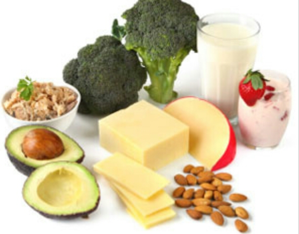 "Do eat calcium-rich foods According to certified holistic health counselor and nutritionist Latham Thomas, women need at least 1,200 mg of calcium every day. ""Some good sources of calcium include kale, collard greens, broccoli and yogurt."""
