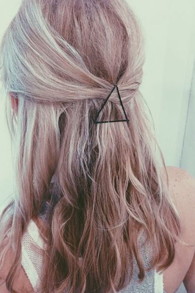 You can create some fancy patterns with bobby pins like this here triangle!😂^^^