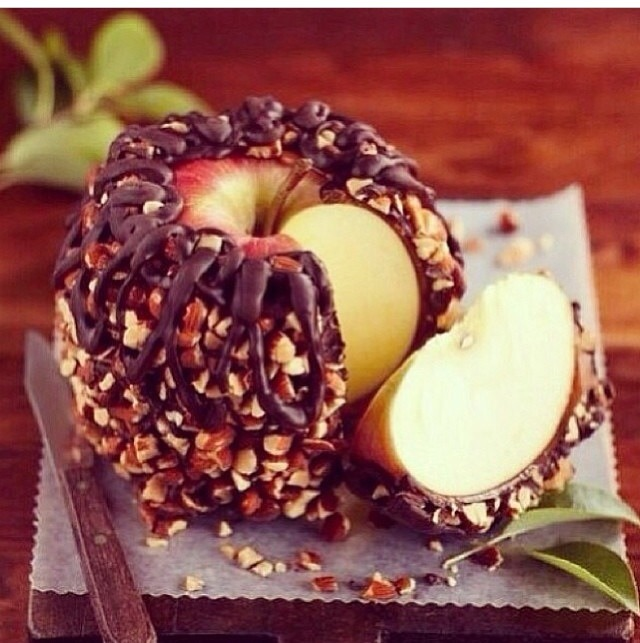 Dark chocolate coated apple with almonds!!!! Cover the apple with chocolate and roll in crushed almonds or any nuts of your choice Please 👍 before/after saving Thank you