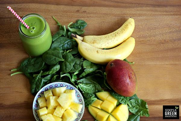 Food tip: Smoothies are my favorite healthy clean treat! They're a tasty way to boost your nutrient intake. Here's my formula for a perfect smoothie every time: 2 cups leafy greens, 2 cups liquid, and 3 cups ripe fruit.
