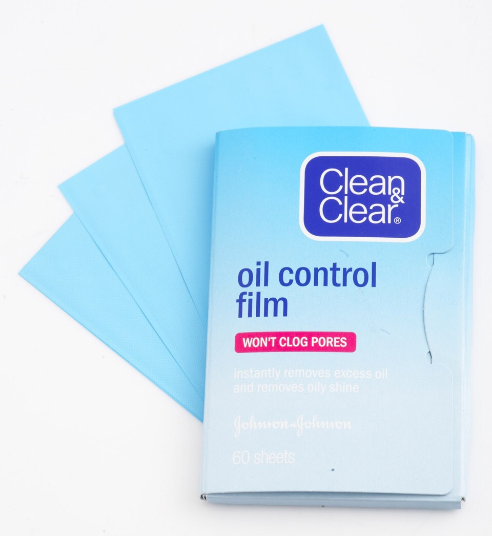 13) Oil absorbing sheets: There is nothing is worse than having an oily face right before taking a picture or meeting someone after a whole day of running around. There is no better way to avoid that situation than having oil-absorbing sheets in your bag at all times.