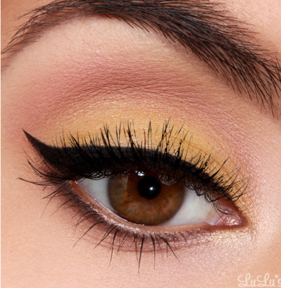 This look really reminds me of Summer. The bright yellow pop contrasting with the black cat eye looks so good! However, you can use any color you like, of course! Enjoy!