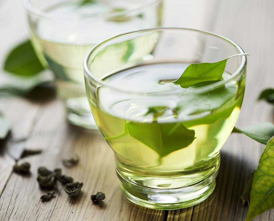 Healthy Habit #6: Swap coffee for green tea Green tea and weight loss are a natural pair. Sipping on green tea throughout the morning has proven to whittle your waist, but too much coffee has the opposite effect. What makes green tea so waist friendly are compounds called catechins,