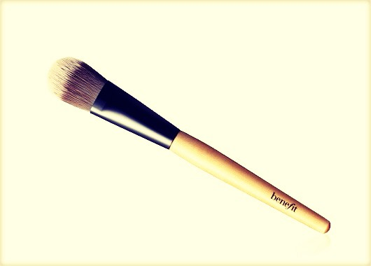 Foundation brush: if you don't use one that is perfectly fine, but If you do then you would understand how much of a necessity this is!