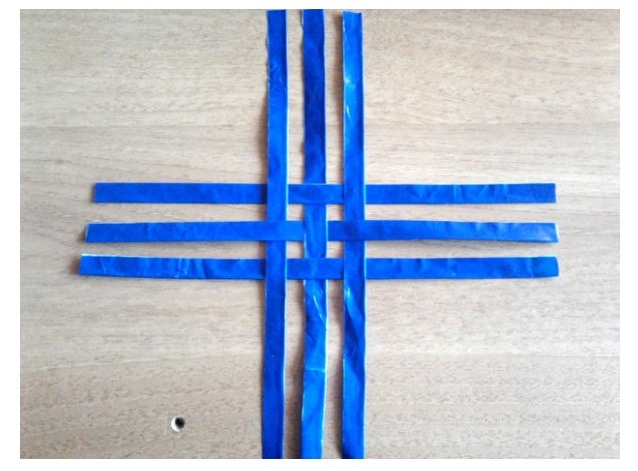 Now take 3 strips and weave them with other 3 strips as you can see in the picture. (Glue them together to keep them still)