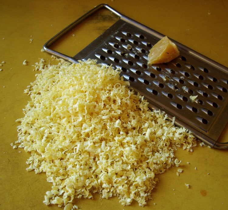 4 tablespoons of grated beeswax