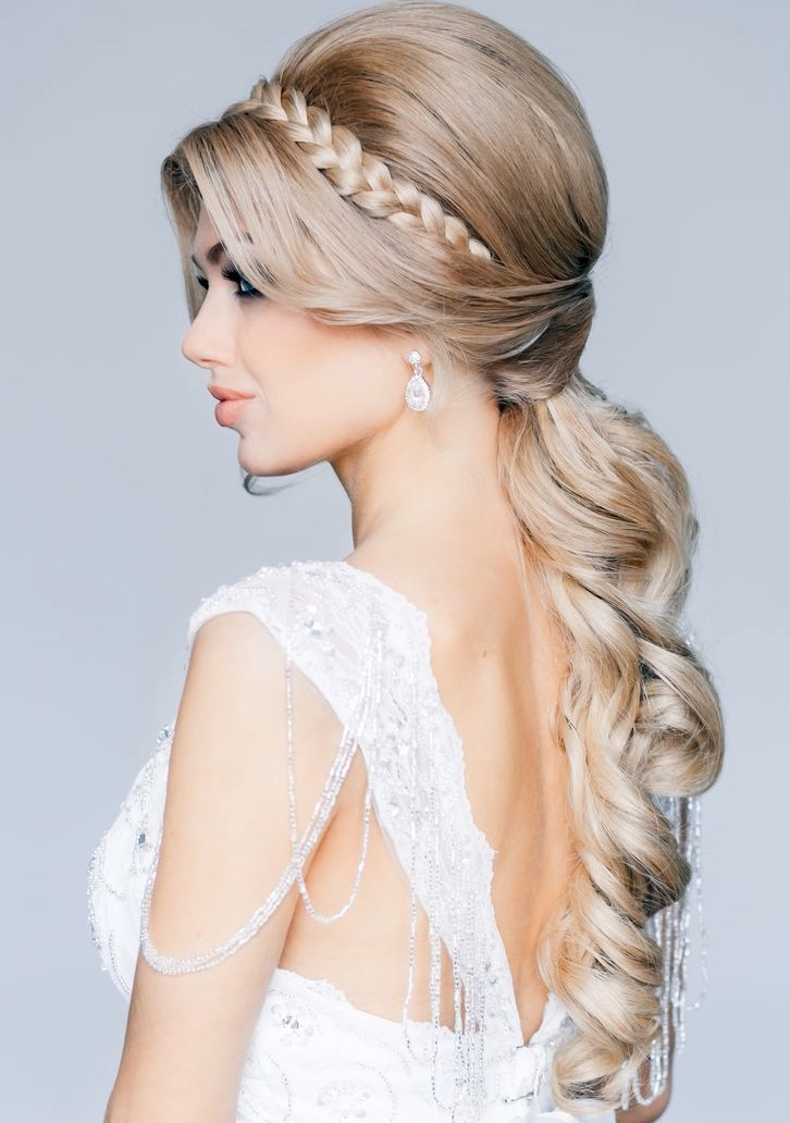 This hair style is so elegant and would look amazing as wedding hair👰
