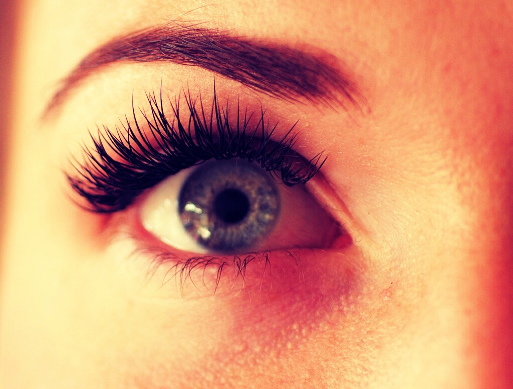 Use some vasaline on your eyelashes and around your eyes and watch the magic happen👀