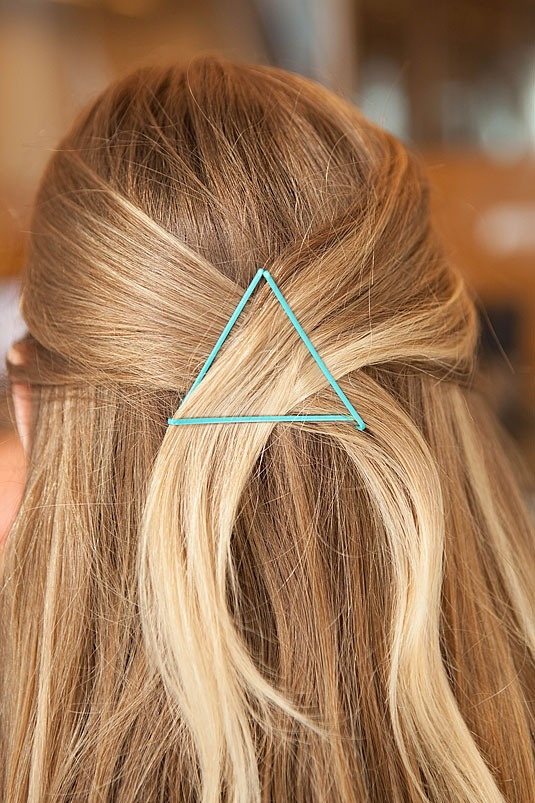 10. Pin back a half-up hairstyle with a cute triangle design. Pull small sections of hair from each side of your head back. While holding your hair in place, take a bobby pin and slide it in horizontally over the crossed section. Then 2 bobby pins and slide them up to make the top of the triangle.