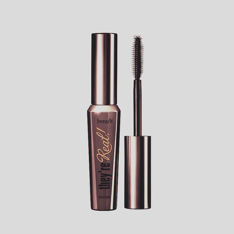 Mascara: just for a quick touch of throughout the day to keep your eyelashes looking perfect. 👌