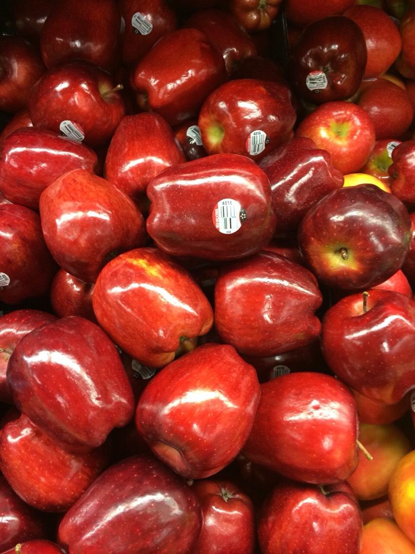 Apples - lots of antioxidants, vitamin C, vitamin B, minerals such as potassium and calcium, lots of dietary fiber