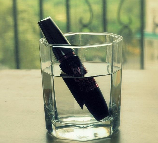Soak your mascara in hot/warm water to avoid big clumps in between your eyelashes!