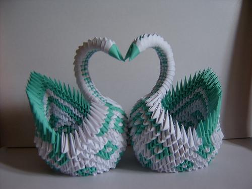 How to Make a 3D origami swan from 484 paper triangles