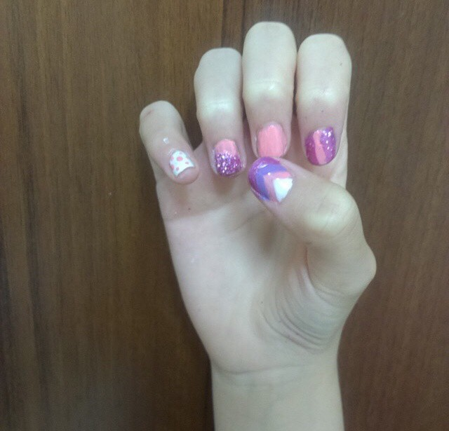 8. Pretty in pink nails