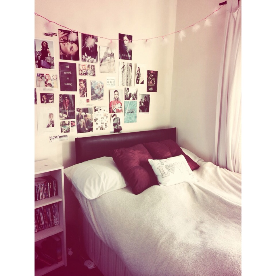 Fairy lights bedroom tumblr - Make Your Room Look Tumblr With Fairy Lights And Magazine Cut Outs