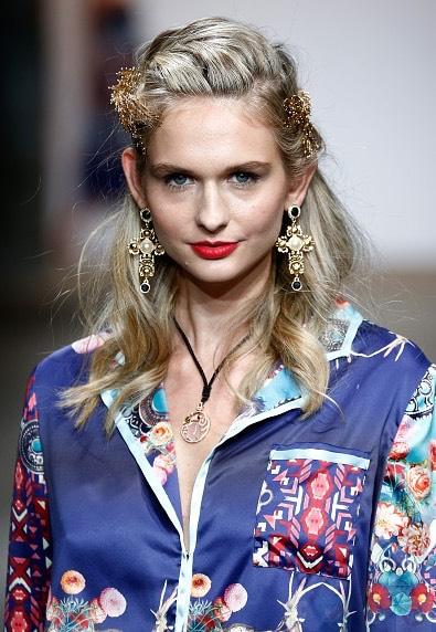 8.Nikistavia  These luxe, romantic hair pieces are absolutelystunning.