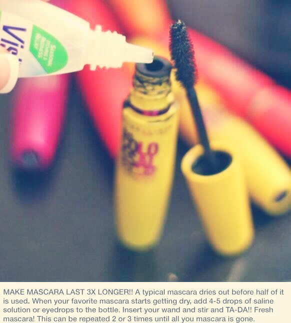 Add contact solution to your mascara to make it last longer, prevent it from drying out and also hydrate your eyelash! Great hack!