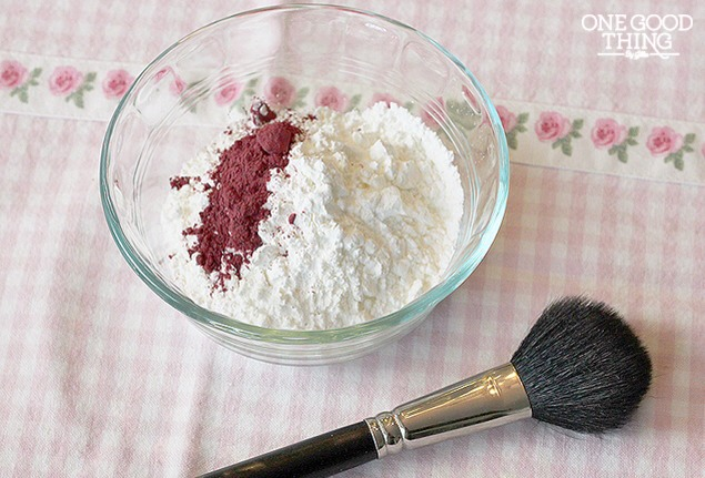Put arrowroot powder or cornstarch in a small bowl then add 1 teaspoon hibiscus powder. Continue to add the hibiscus powder until you achieve your desired color.