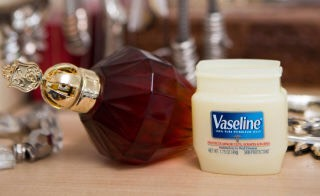 6. Apply Vaseline on your pulse points before spraying your perfume to make the scent last longer. Since the ointment is occlusive, it will hold the fragrance on your skin longer than if you were to spray the perfume just onto your skin.