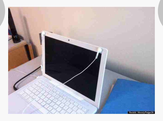 MacBook = headphone magnet