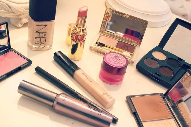 Then, organize your personal hygiene products. Separate the makeup you rarely use from your everyday items.