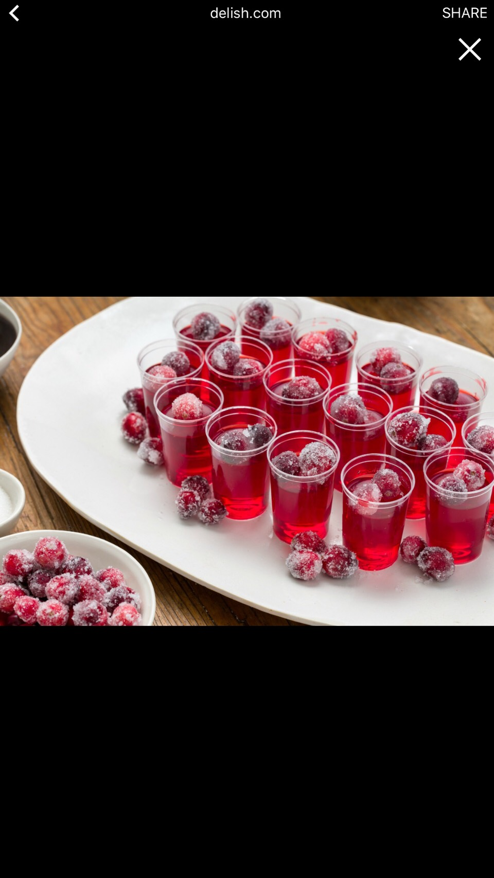 1.Remove the cranberries from the syrup using a slotted spoon, tapping away excess syrup. Place them in a gallon-size resealable plastic bag, pour the remaining sugar on top. Seal the bag,shake the cranberries to coat them.Spread out over a large plate,place in the refrigerator for 20-30 minutes