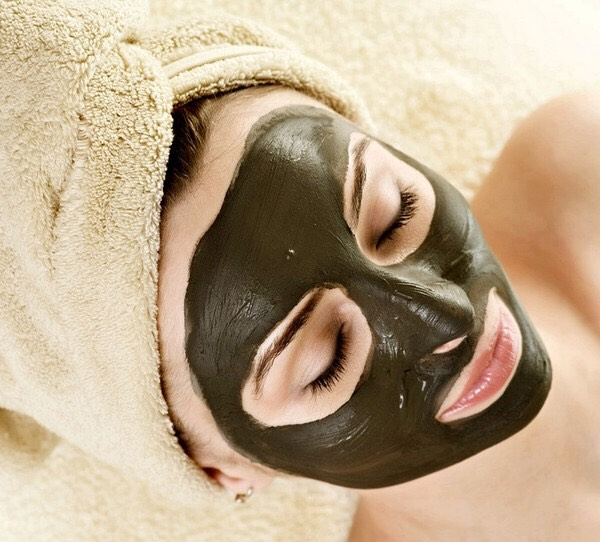DETOX MASK For a serious detox mask, mix one teaspoon of apple cider vinegar with a teaspoon of bentonite clay (or any other clay of your choosing). The ACV works to exfoliate and balance pH, while the clay extracts impurities from the pores.